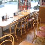 唐朝刀削麺 - カウンター席もあります