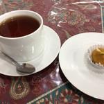 ジャヴァン・レストラン - 食後の紅茶とデザート! 香り高い紅茶、ほんのり温かいデザート。 美味しいです。