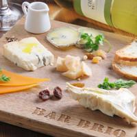 世界のチーズ15種類とお手頃価格のワイン