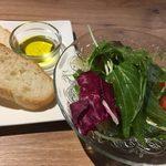 Oyster house Kai - パスタランチのサラダとバケット