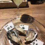 Oyster house Kai - オススメ牡蠣3つと白ワインのセット