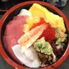寿司富 - 料理写真:ちらし850円は味噌汁付き