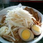63365748 - 小豚 麺少な目・卵・めんま 1100円