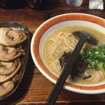 たつ屋 - 博多チャーシュー麺(カタメ)(930円)