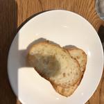 ピッツェリア アネッロ - フランスパン
