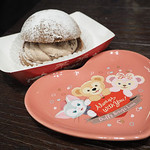 ケープコッド・クックオフ - チョコレートクリームのパフケーキ、スーベニアプレート付き