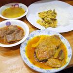 アジアカレーハウス - 魚カレー、マトンカレー、ダル、ゴーヤのサブジ