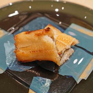 三谷 - 東京湾小柴のアナゴの皮焼き 白トリュフと共に Dom Perignon Vintage 1998 を合わせて