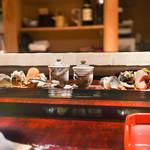 喰善 あべ - 筍うるい、ワカメあんかけ、小肌のお寿司、蝦夷アワビ、浅葱の玉子焼き、鯖の燻製、蕗の薹のひらあえ