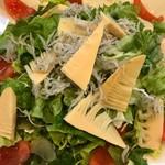 うえすたん - 料理写真:筍とシラスのサラダ