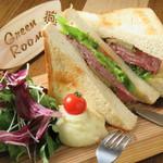 Cafe&Diner Green Room - Cafe timeのサンドはボリューム満点!