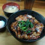 豚大学 - 豚丼+温玉+味噌汁