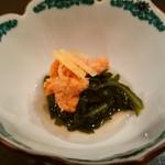 鉄板焼き いわ倉 - 春菊と生雲丹のお浸し 雲丹が甘い