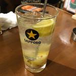牛タン いろ葉 - 自家製塩レモンサワー(490円)