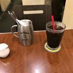 イナズマ カフェ - セットのアイスコーヒー。