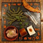 東白庵 かりべ - 前菜盛り合わせ 鴨肉、穴子の煮こごり、豆腐 梅肉のせ、燻製の鯖、青ゼンマイ、海老の味噌焼