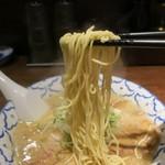 三代目ねかし - 細麺で食べやすい。
