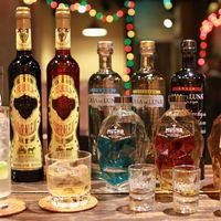 直輸入のプレミアムテキーラなど100種類以上のお酒がある!