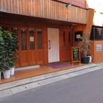 海神庵 - お店は港を少しかもめ広場方面に入った路地にあります。