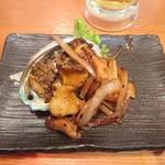 エキナカ酒場 しおつる - アワビ醤油バター炒め 380円