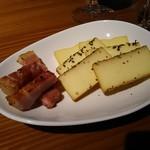 オープンカフェ - スモークチーズ3種盛り合わせ648円