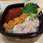 久慈浜 みなと寿し - 【2017/3】三色丼アップ