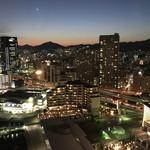 ホテル ラ・スイート神戸ハーバーランド - 神戸ポートタワーから真下に望むホテル