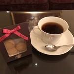 ホテル ラ・スイート神戸ハーバーランド - 珈琲を淹れて、サービスのクッキーをいただだきま〜す