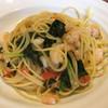 トラットリア ボーノボーノ - 料理写真:海老とほうれん草、フレッシュトマトのスパゲティ٩( 'ω、' )و