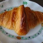 ゴントラン シェリエ - ◆クロワッサン(180円)・・バターをタップリ使用されていて食感もいい品、人気なのもわかります。