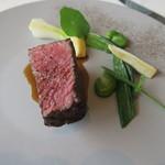 レストラン オオツ - 29年3月 宮城A5雌牛ランプ肉 セルフィーユ、空豆添え