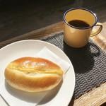 パン・ナガタ - 料理写真:クリームパン(コーヒーは無料)