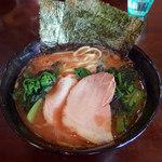 杉田家 - ラーメン(670円)+青菜(60円)