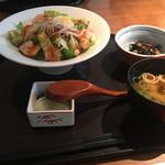 音音 - 平日限定-アボカドとぷりぷり海老丼 ¥1250 アボカドとぷりぷり海老丼、おばんざい、味噌汁、漬物 2017/03/06(月)訪問