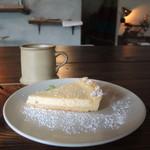 珈琲焙煎所 旅の音 - インドネシアマンデリントバコと檸檬チーズタルト
