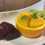 お食事処 錦鶴 - デザート コンポートとカットフルーツ