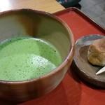 ポン ムヴァン - 抹茶(和菓子付)