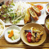 ムモクテキカフェ - 料理写真:ランチプレートのおかずは3種から選べます