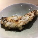 第三春美鮨 - 真鯛の腹骨(がんばら)焼き