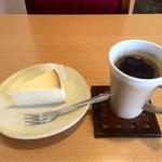 結構人 ミルクホール - 珈琲700円+チーズケーキ300円=1000円