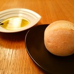 坂の上レストラン - 熱々パン オリーブオイルか美味しい