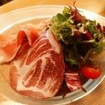 坂の上レストラン - 生ハムサラダ 新鮮なパリッとした野菜