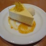 サラベス - NY チーズケーキ オレンジマーマレードソース、レモンジンジャーソルベ