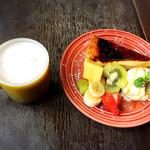 シェブロンカフェ - あんことアーモンドのカフェラテ