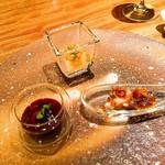 63674911 - 鮑の冷菜JXO醤 レッドビーツのピュレ 生ザーサイのピュレ