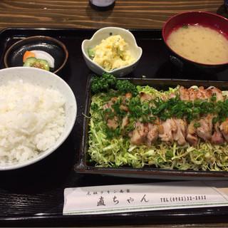 直ちゃん - 料理写真:日向鶏タタキ風定食