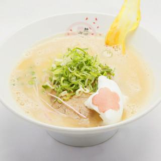 麺にこだわりスープに愛情こめて