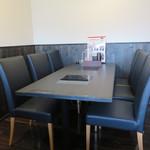 星まつり - 奥に個室仕様の席もあるようですが、今回はお店入ってすぐのテーブル席を利用しました。