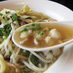 星まつり - モツも結構一杯入ってて嬉しい。 醤油味ですが、出汁の風味が活かされて、塩スープに近い感じです。