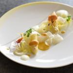 アルピーノ - 料理写真:フランス産ホワイトアスパラ ウニのソース 百合根のピューレと羽衣仕立てのウドを添えて